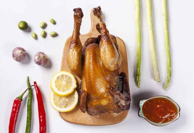 电饭煲在手,香喷喷的烤鸡我有,懒人电饭煲烤鸡请你吃鸡
