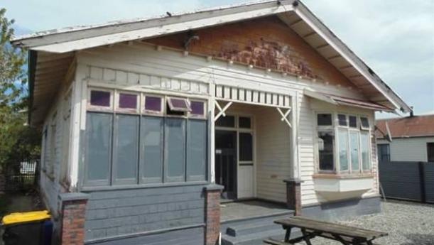 在Gore, 一套需要修缮的房子标价不到5万纽币 (Trade Me)
