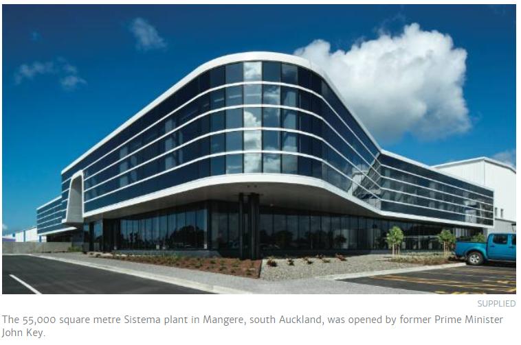 这座位于奥克兰南区Mangere的Sistema工厂,占地55,000平方米,该工厂由新西兰前总理John Key开设。
