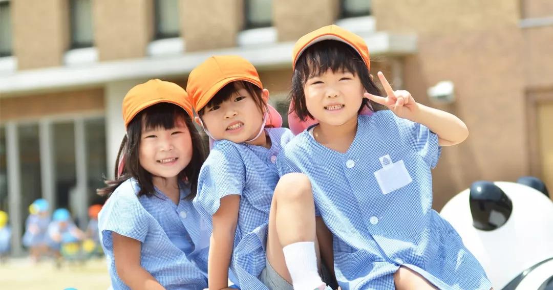 """同样是鼓励生育,日本让孩子免费上幼儿园,这8个""""变态""""细节值得所有人看看"""