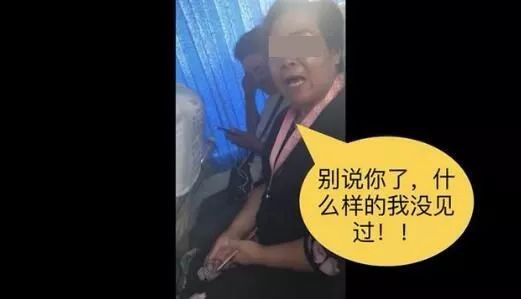"""""""我是中国公民,有听音乐权利!""""大妈客车公放音乐3小时,被提醒后怒怼乘客,还跟着唱了起来..."""