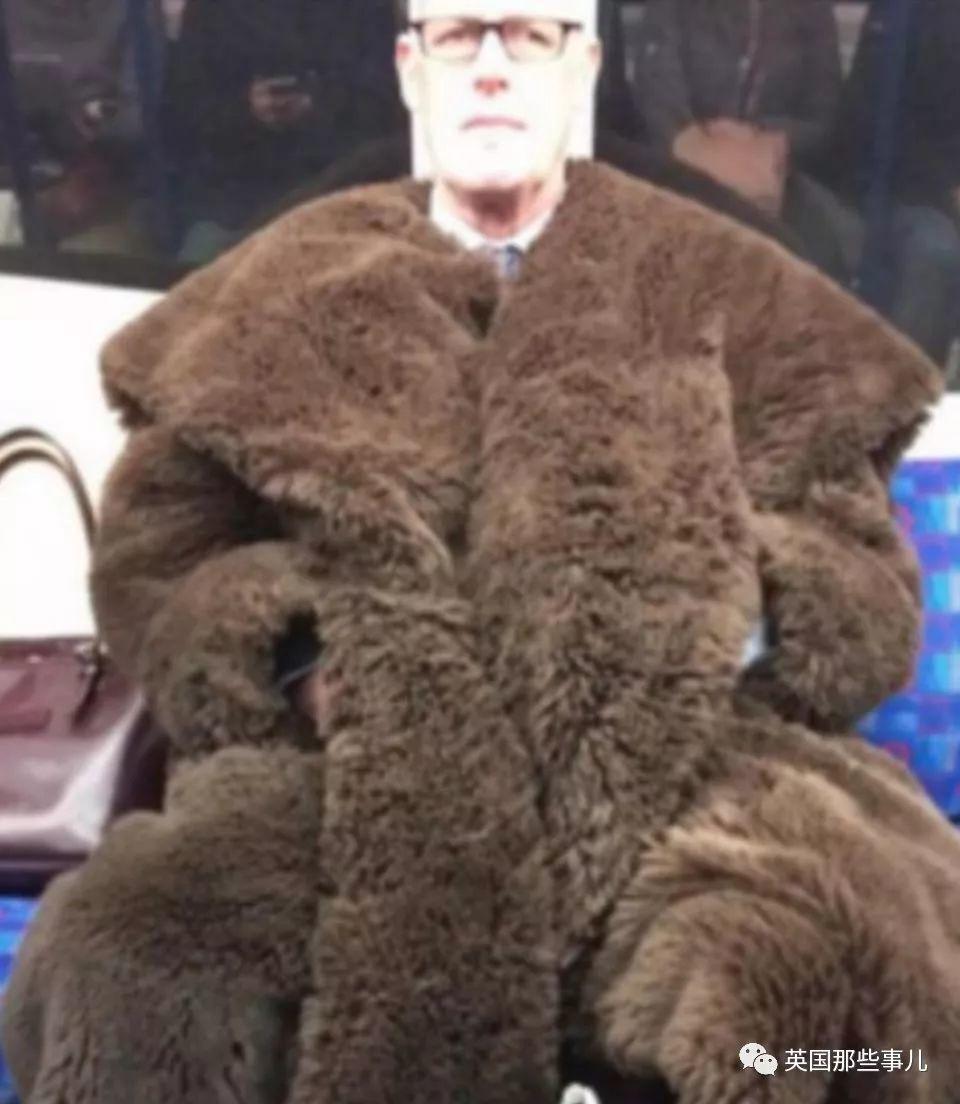 哈哈哈英国啊英国,世间沙雕千千万,伦敦地铁占一半!!
