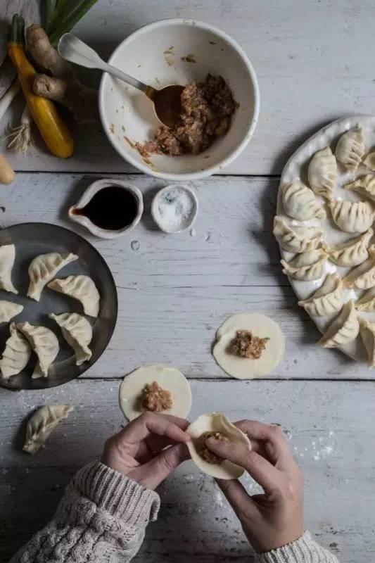 这样调的饺子馅鲜嫩多汁,又快又省心,全家人都抢着吃!