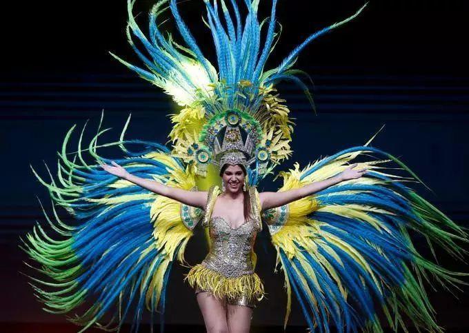 2018环球小姐服装秀,新西兰的有点黄,中国的很......