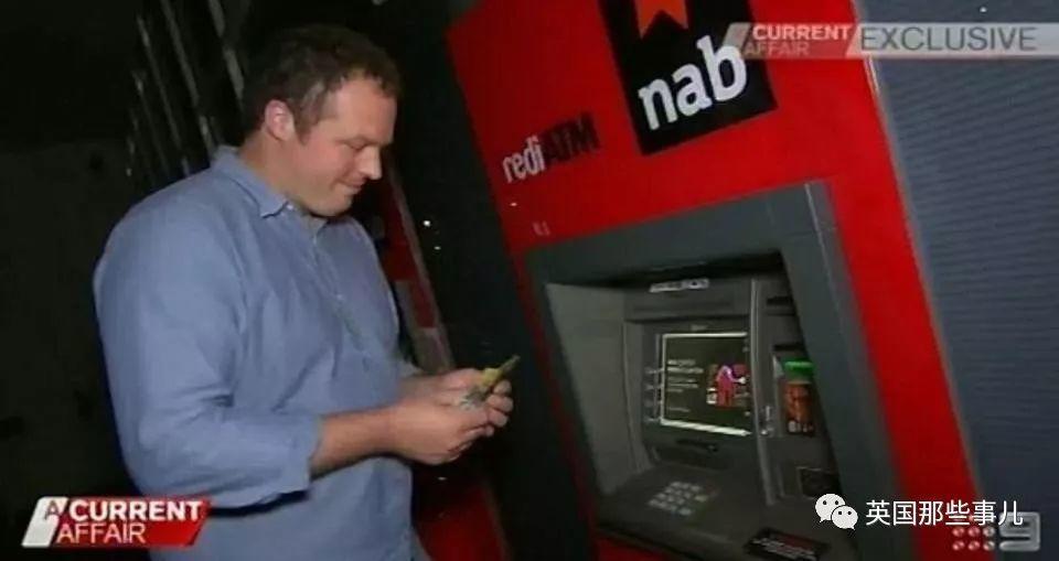 碰到故障吐钱的ATM,他狂取160万挥霍一空…法院:不是他的错