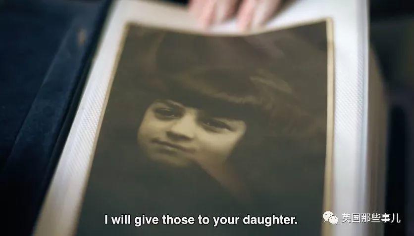 死亡列车上抛下父亲独自逃生,20年后,她在街头收到了他的遗言