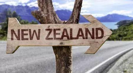 头条:12万人齐痛哭 总理挥大刀砍新西兰养老金制度