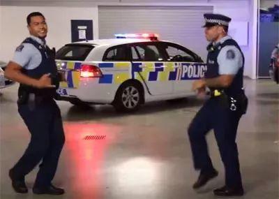 全球最会玩的新西兰警察发布史上最搞笑的招聘广告,赶快去试试吧!!