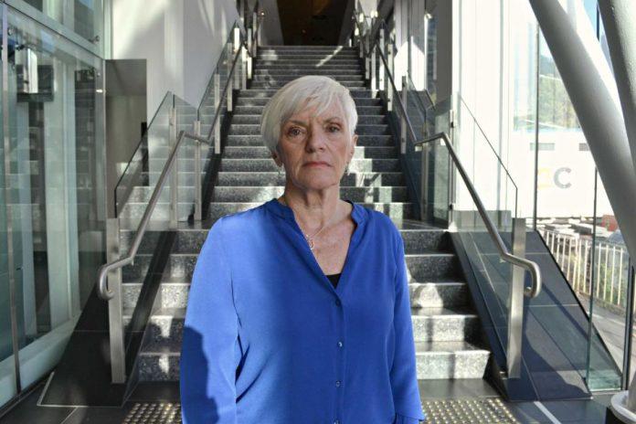米雅斯表示,家長和學生對師長的暴力問題,會危及整個社會。 澳洲廣播公司