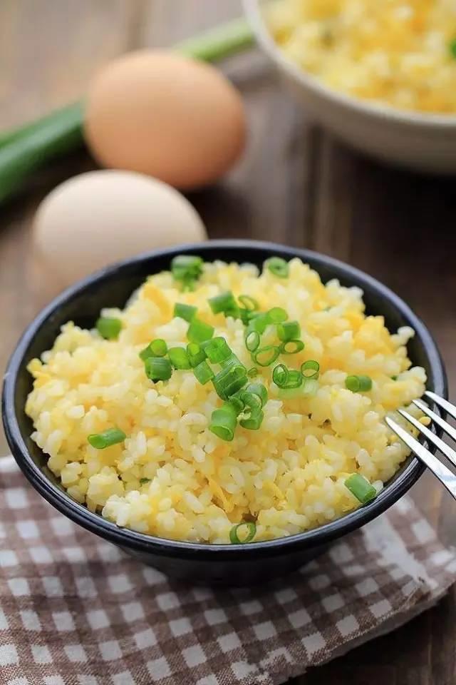 蛋炒飯的超高境界!剩米飯這樣做特別美味哦~