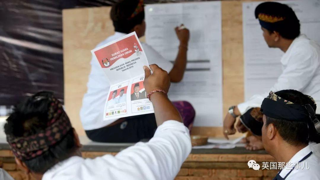 印尼一场大选,点选票的工作人员已有272人过劳死,1878人病倒!