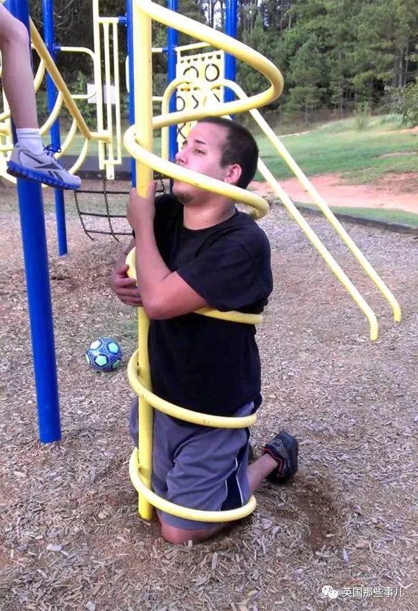 那些保持童心的大人们,最后都怎样了?都在儿童乐园被卡住了!!