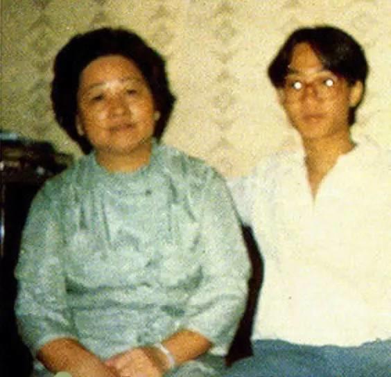 30年前,黄家驹给妈妈写了一首歌,至今无人能超越