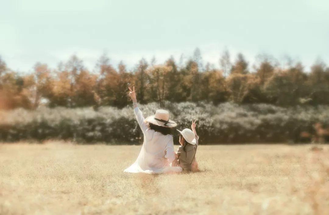 母亲节最扎心短片:我们拼尽全力,过着平凡的一生
