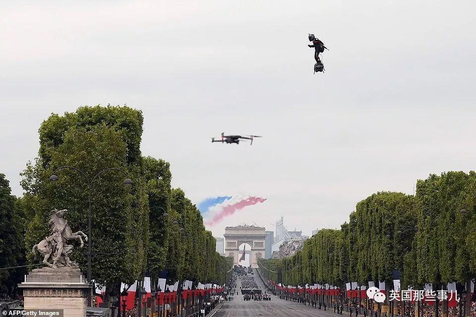 穿着喷气滑板鞋飞过英吉利海峡!当年,他想像钢铁侠一样上天,现在他飞得更远了!