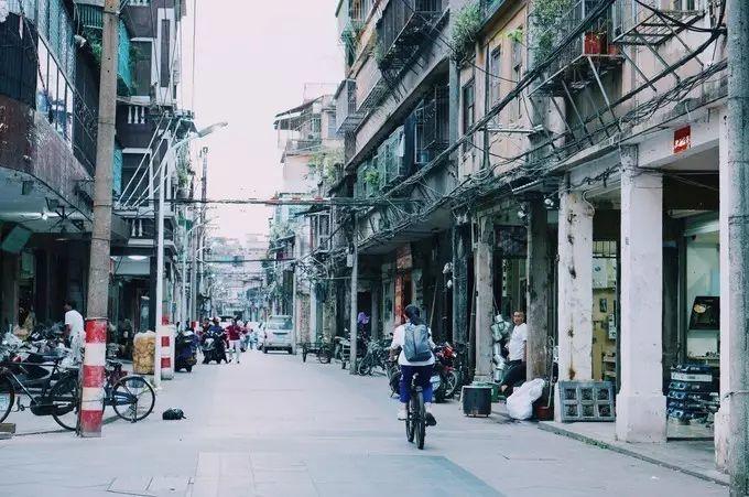 """蔡澜钟爱的这座华南老城,有着电影质感的老街小巷,还是""""中国美食界的一座孤岛"""""""