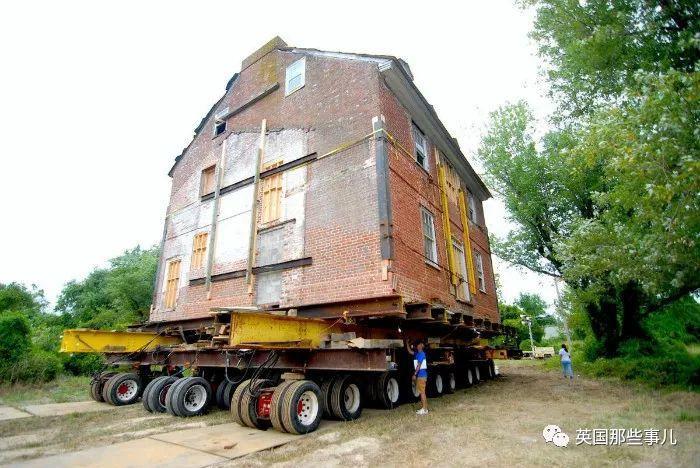 想搬到水边,又舍不得现在的房子,这家人的操作,真有钱任性...