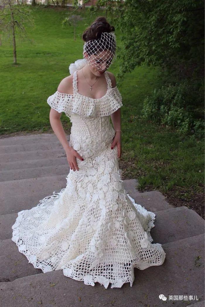 他们搞了场用厕纸做婚纱的比赛... 这裙子效果简直叹服!