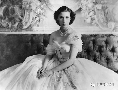 这座由贵族男爵一手打造的小岛,成了英国公主逃离婚姻和丈夫的避风港