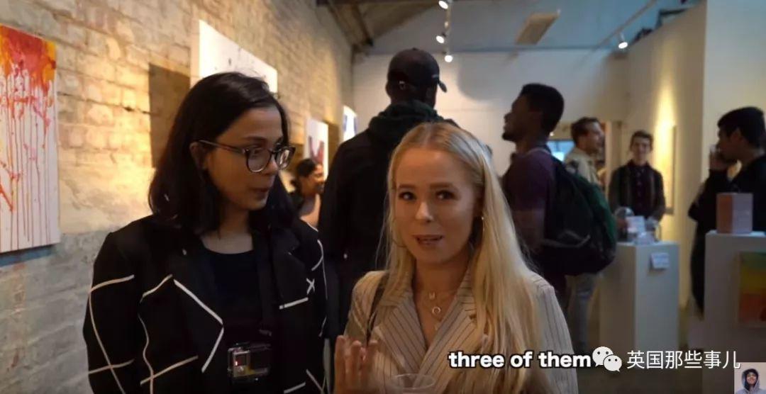 不懂艺术,她在伦敦办了场假画展...还真把自己瞎画的卖了!