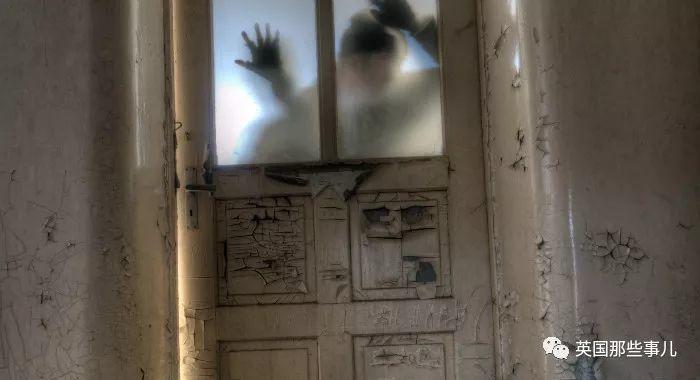 一间从里到外都透着诡异的闹鬼屋,就连结局都无比玄幻……