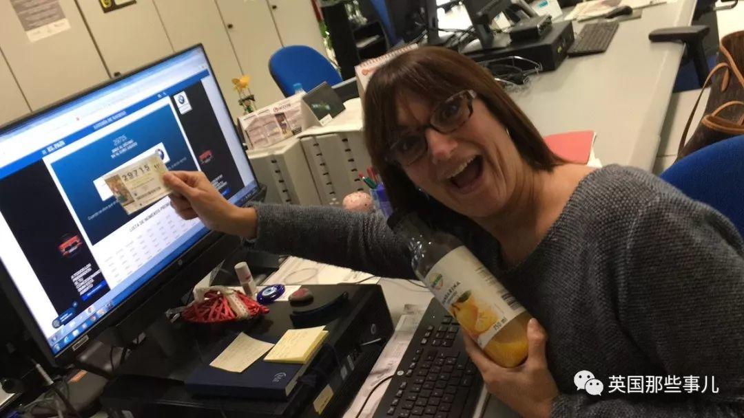 女记者直播彩票开奖时发现自己中奖,对镜头大喊辞职后又光速道歉…