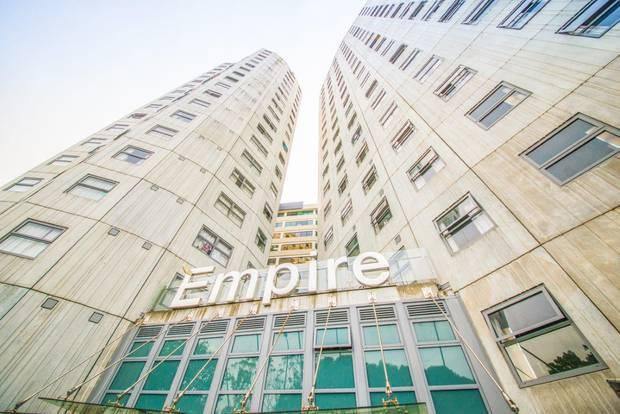 约翰·陈(John Chen)的公司Mu Management管理着Whitaker Place上的Empire Apartments。