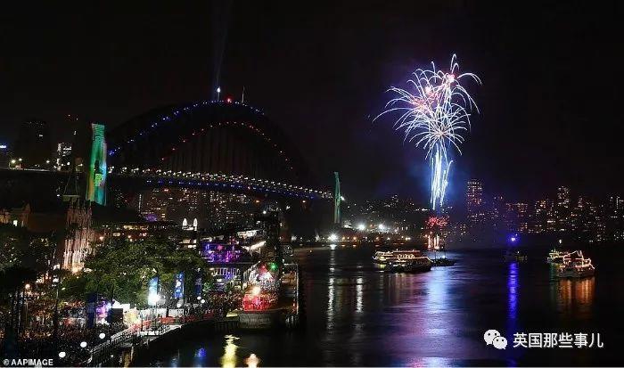 澳大利亚山火烧成世界末日一片血红,民众:悉尼还好意思跨年放烟花?
