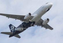 新西兰航空的一位女发言人说,航班的延误是由于一名乘客在出发前感到不适而造成的。