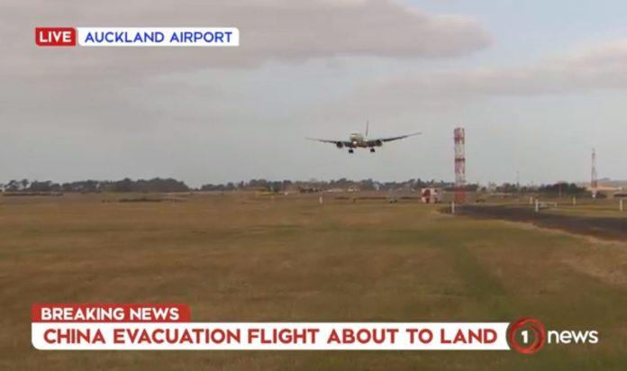 新西兰航空撤侨航班在今天下午6.15降落在奥克兰国际机场。