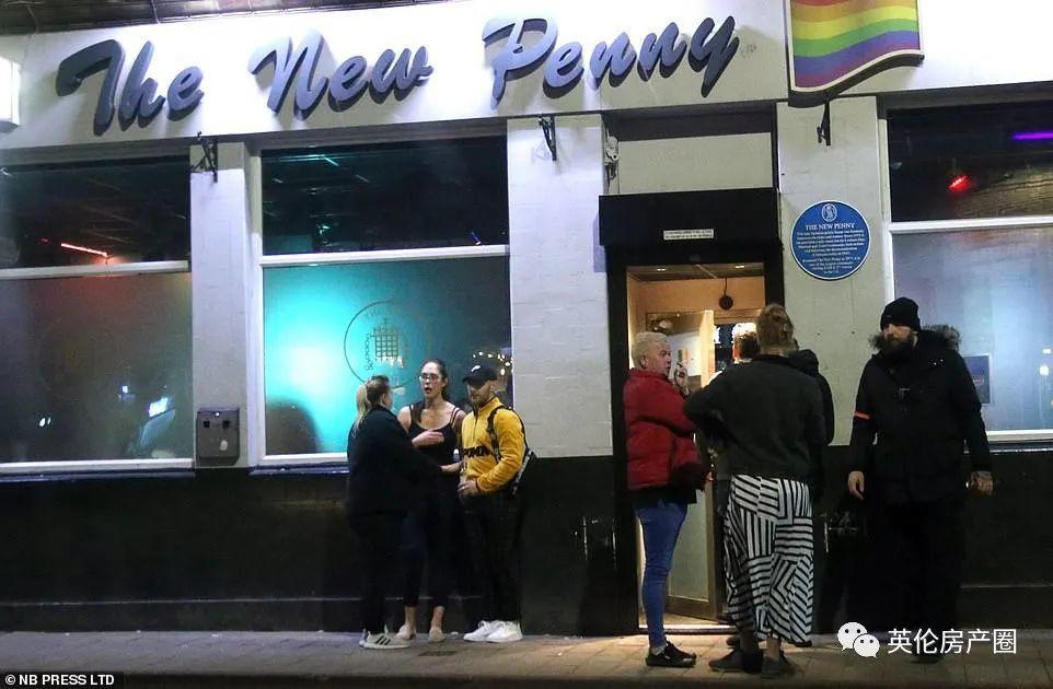 英国新冠死亡增长速度超过意大利!伦敦即将关闭餐厅酒吧电影院,社交疏远要持续一年?!