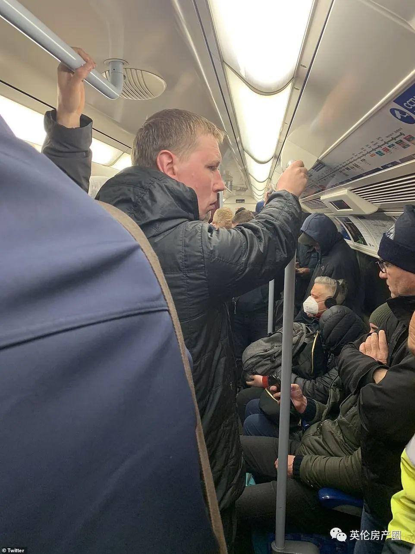 英国终于全国限制外出!街上人少了,然而高峰期地铁还是人挤人!