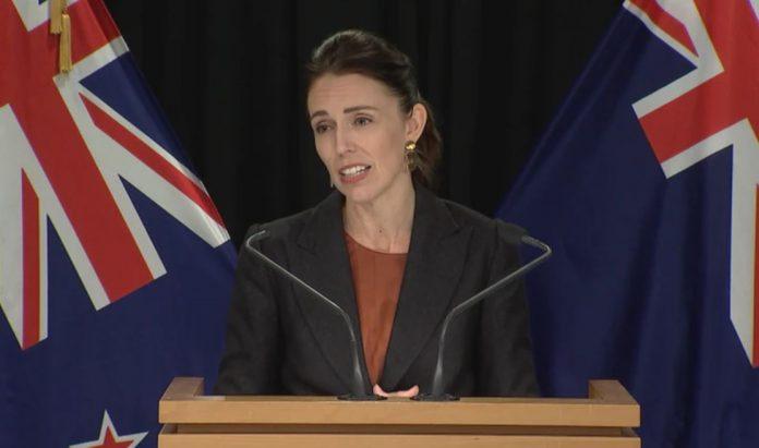 新西兰总理今天宣布,今晚起禁止所有非新西兰公民和居民入境。