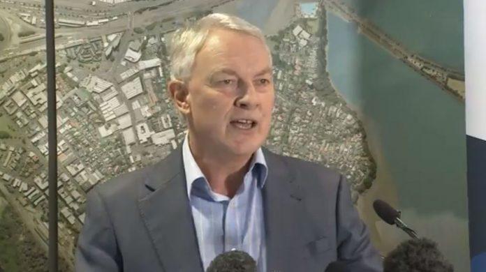 奥克兰市长Phil Goff上午宣布关闭图书馆游泳池等设施。