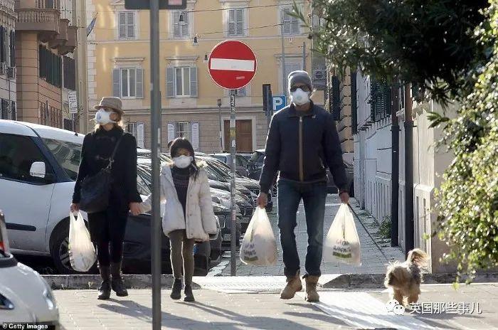 意大利医院不堪重负开始放弃老年患者,美国中药店板蓝根脱销… 海外疫情,愈演愈烈…