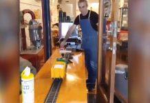 北帕咖啡店用玩具火车来递送咖啡。