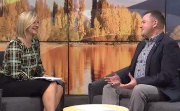奥克兰大学教授Shaun Hendy(右)说,如果冒出一例病例,新西兰或会重新进入二级警戒。