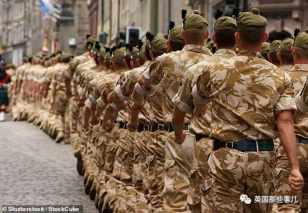 340斤士兵被英军开除... 太胖打不动,英国部队伙食太好了??