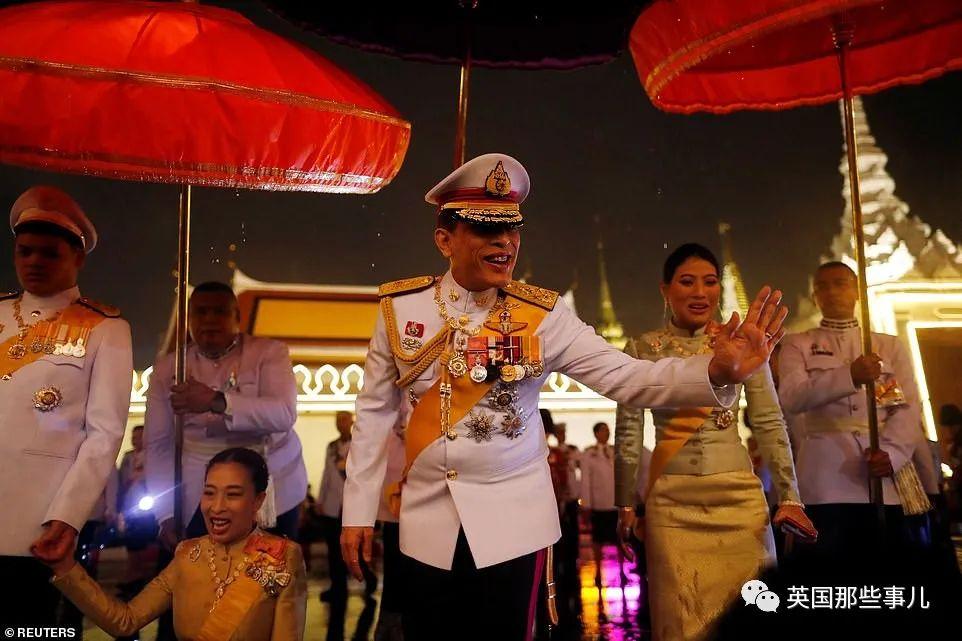 泰王被德国驱赶,回国又遭遇强烈抗议…民众是想让他下台?