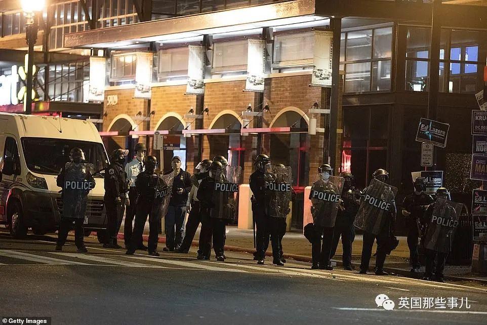 美国费城暴乱失控,人们只顾上街抢货…说是表达诉求?其实趁火打劫啊!