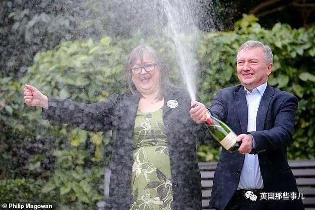 英国夫妻中一亿多彩票,才1年多就把一半多送给了亲友和陌生人…这也太伟大了!!