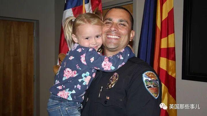一次出警后意外多了一个女儿!这位警察的经历也太暖了~